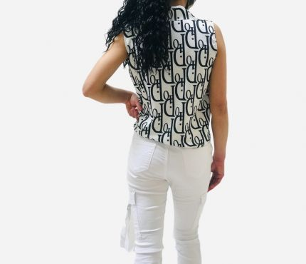 Sleeveless letter print knotted top